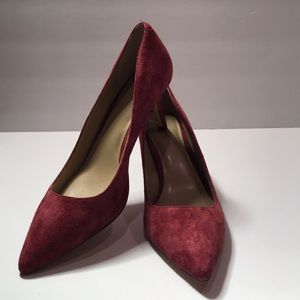 Ann Taylor Eryn Suede Pumps in Vino